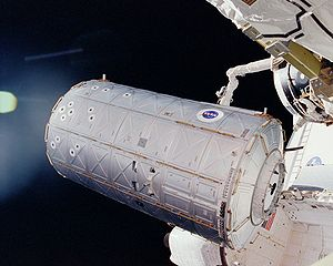 STS-98 - Atlantis manoeuvres the Destiny module into position with its RMS