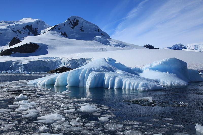 File:Iceberg in Paradise Harbour, Antarctica (6087379161).jpg