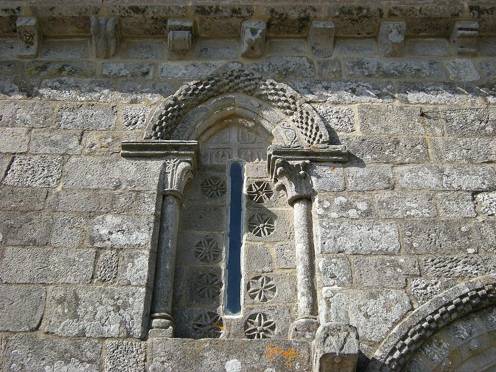 Detalle da xanela da igrexa.