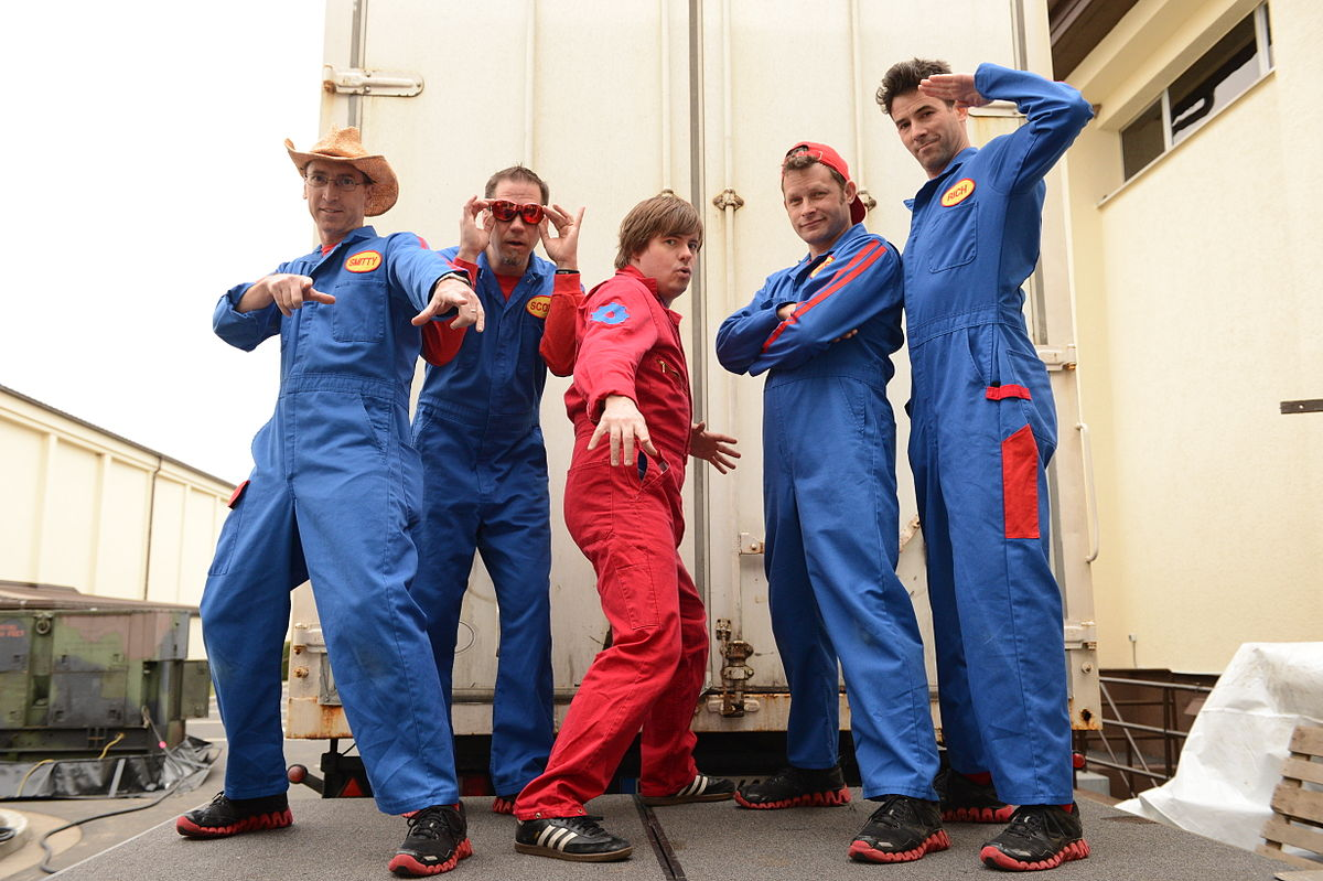 Imagination movers wikipedia for Serie warehouse