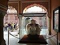 Inde Rajasthan Jaipur City Palace Diwan-I-Khas Interieur Jarre Argent - panoramio.jpg