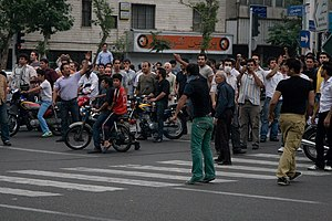 2009 Iranian presidential election protests - Protesters mobilising in Tehran before mass protests on 13 June