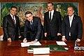 Jair Bolsonaro, Onyx Lorenzoni e senadores em 9 de maio de 2019.jpg