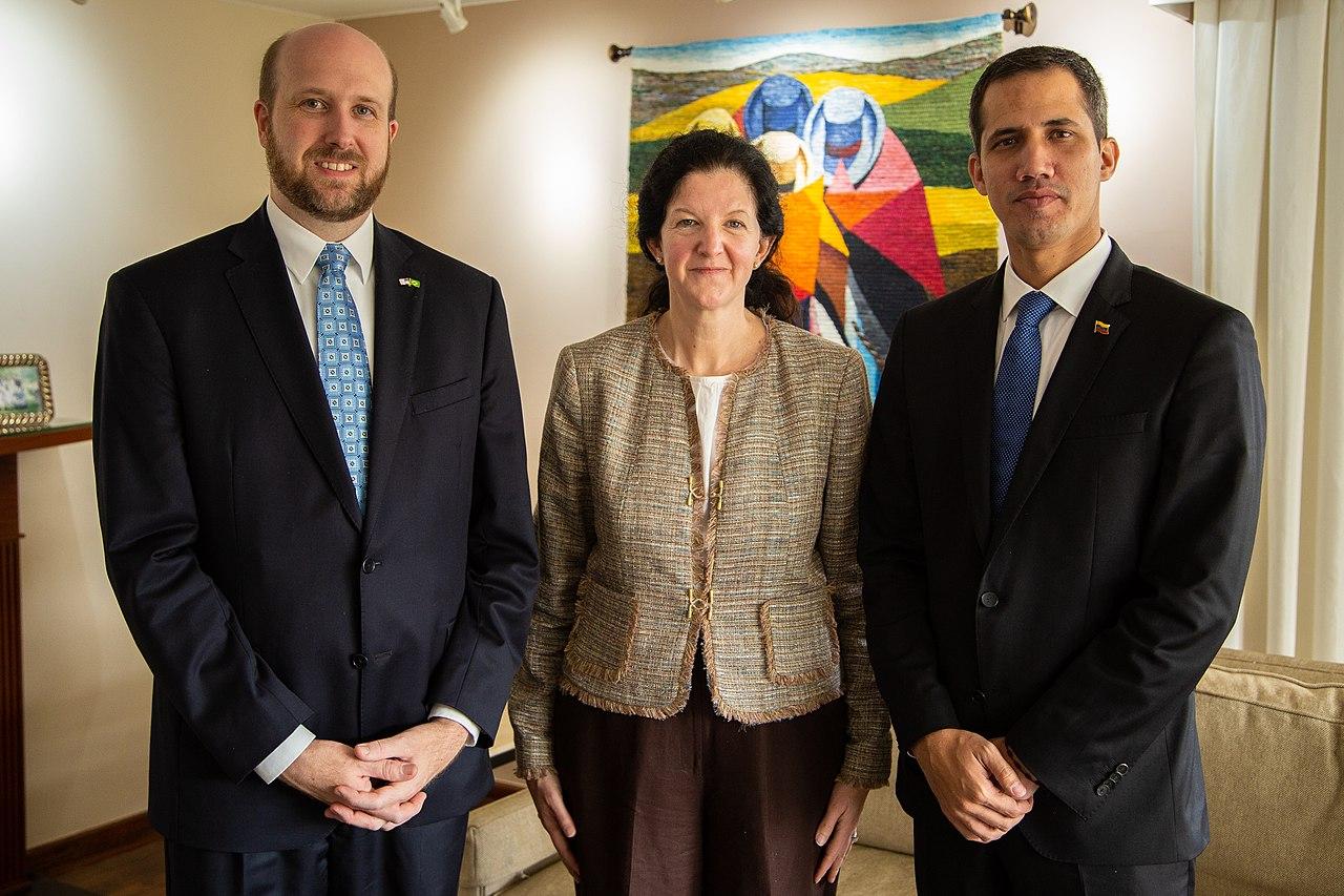 Juan Guaidó na embaixada americana no Brasil.jpg