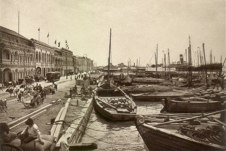 The Port of Penang in George Town in the 1910s KITLV - 80020 - Kleingrothe, C.J. - Medan - Quay in Penang - circa 1910.tif