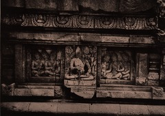 KITLV 155190 - Kassian Céphas - Reliefs on the terrace of the Shiva temple of Prambanan near Yogyakarta - 1889-1890.tif