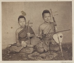 KITLV 4960 - Isidore van Kinsbergen - Two musicians from the palace of Prince Krom Loeang Siam Bangkok - 1862-02.tif