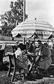Kahvilayleisöä kahvila Vedutassa Kaivopuistonrannassa - N37421 - hkm.HKMS000005-km003u3w.jpg
