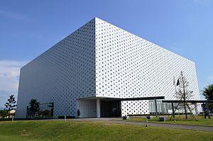 Kanazawa Umimirai Library - Image: Kanazawa Umimirai Library exterior ac (4)