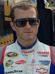 Description de l'image Kasey Kahne at Charlotte Motor Speedway in 2012 (cropped).jpg.