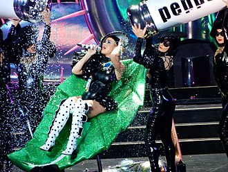 "Witness: The Tour - Perry and dancers performing ""Bon Appétit"""