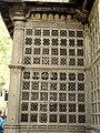 King Ahmed Shah's Tomb (Badshah no hajiro) 04.jpg