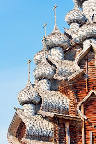 Kizhi Pogost - Image: Kishi church detail roof 02