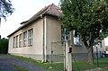 Kleinmutschen-Volksschule links hinten.jpg