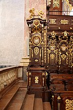 Klosterneuburg_-_Stiftskirche,_Prälatenstuhl.JPG