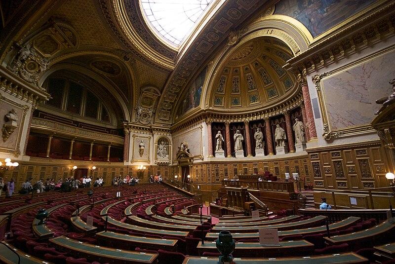 Datei:L'hémicycle du Sénat français en septembre 2009.jpg