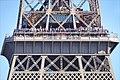 La foule sur la Tour Eiffel.jpg