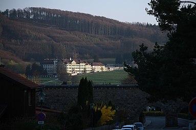 Laab am Walde - Klosteranlage der Barmherzigen Schwestern vom hl Vinzenz von Paul, Bierbrunnenaquädukt 2014 1.jpg