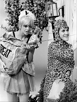 Rowan & Martin's Laugh-In - Goldie Hawn and Ruth Buzzi in a 1968 Halloween skit