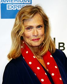 Lauren Hutton  - 2018 Regular blond hair & chic hair style.