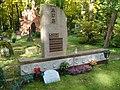 Lauri Aus grave.JPG