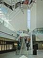 Le grand escalier (Maison de la Musique, Helsinki).jpg