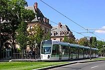 Le tramway - Flickr - besopha.jpg