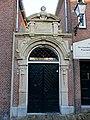 Leeuwarden, Pijlsteeg naast 6, toegangspoort Handelsdrukkerij.jpg