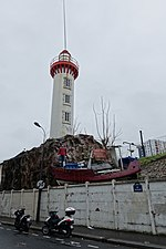 Lighthouse & fishing boat, Rue Castagnary, 24 January 2016.jpg