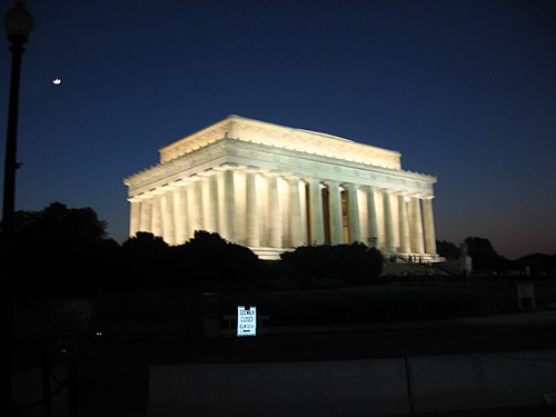 Lincoln Memorial outside night 1.JPG
