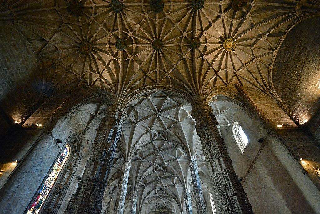 Colonnes et plafonds gothiques de l'église Sainte-Marie de Belem à Lisbonne - Photo d'Alejandro from Mexico City