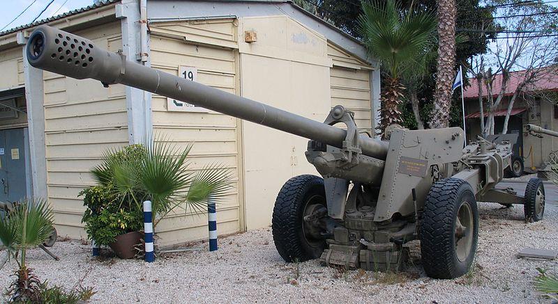 المدافع الثابتة في الجيش الجزائري  800px-M-46-130mm-gun-batey-haosef-1