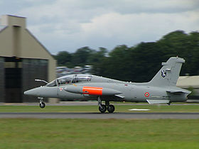 Un MB-339CD dell'Aeronautica Militare in atterraggio durante il Royal International Air Tattoo, 2004.