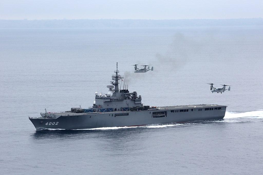 発着艦を試みるMV-22B