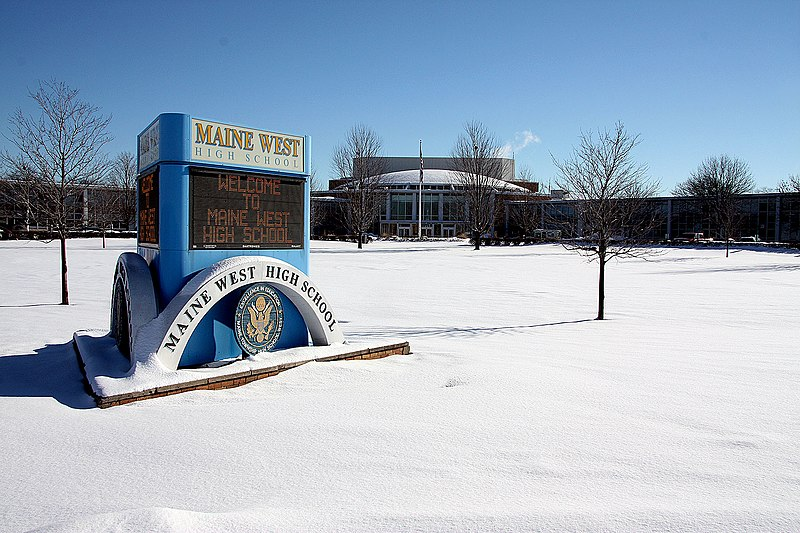 File:Maine West H.S. in Winter.jpg