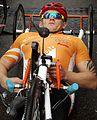 Maratończyk na hand bike (8742129926).jpg