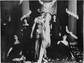 L'esibizione al Museo Guimet di Parigi, 13 marzo 1905