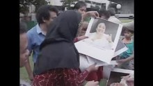 File:Megawati Sukarnoputri campaigns for parliament, ABC 1995.webm