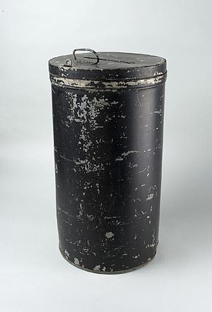 Ballot box - Image: Metal ballot box Smithsonian