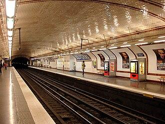 Solférino (Paris Métro) - Image: Metro de Paris Ligne 12 Solferino 01