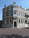 foto van Herenhuis op hoek van loskade en goese korenmarkt, in neo-renaissance stijl