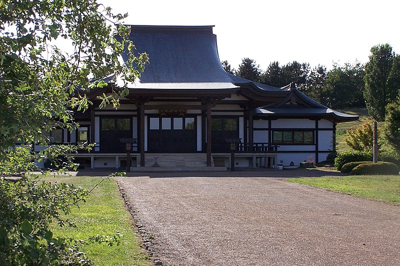 File:MiltonKeynesBuddhistTemple01.JPG