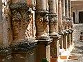 Moni Gouvernetou - Kloster - Säulenreihe mit Fratzen.jpg