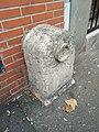 Montreuil (Seine-Saint-Denis) - Ancienne borne nivellement rue Robespierre (déc 2018).jpg