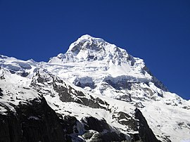 Mount Neelkanth viewed from junction of Satopanth Glacier and Bhagirathi Kharak Glacier.JPG