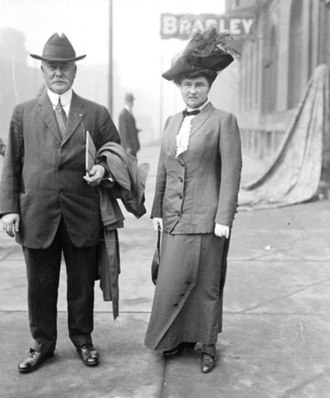 Carter Harrison Jr. - Carter and Edith Ogden on a sidewalk (likely near North Rush Street and East Grand Avenue, 1913)