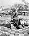 Nő ül a vSzent Lukács gyógyfürdő, napozó teraszán, 1940. Fortepan 12588.jpg
