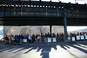 2005 New York City transit strike - Picketers at the 207th Street Yard / Kingsbridge Bus Depot.