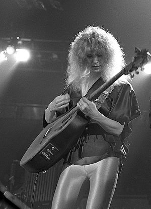 English: Nancy Wilson of the American rock ban...