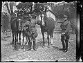 Narcyz Witczak-Witaczyński - Nierozpoznany wojskowy podczas służby i z rodziną (107-979-1).jpg